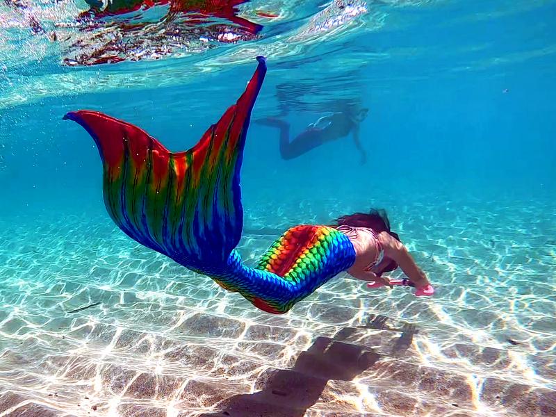 まるで人魚のように海中を舞い泳ぐ「マーメイドスイム」に注目