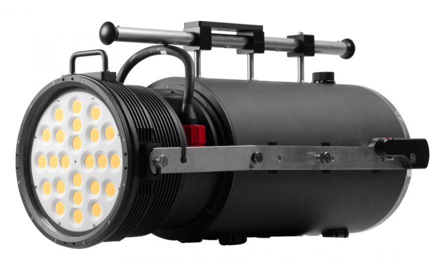 「RGBlue」が世界最大級の水中撮影用ライトを開発!その仕様とは?