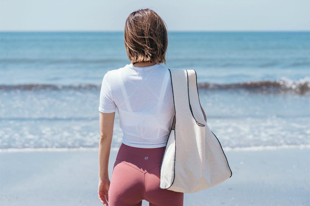 オールビーチズのプラントベースエコバッグ&ヨガマットでエコな海時間を