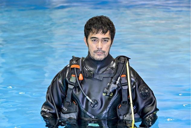 阿部寛、手錠を持ったダイバー役で水中事件に挑む日曜劇場が来年1月に放送
