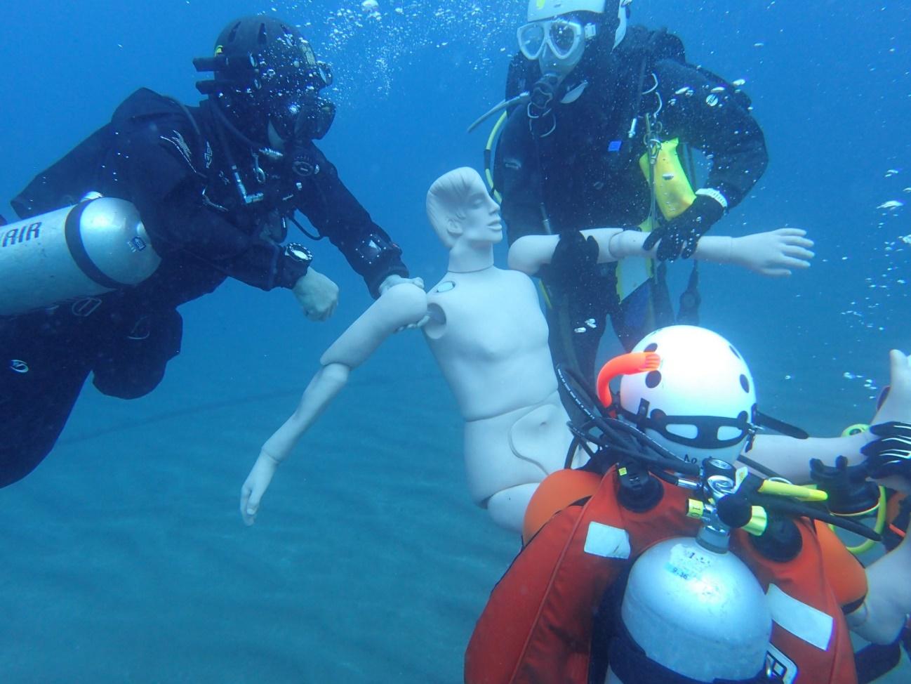 熱海の土石流災害後、捜索を行うダイバーたち。UWSUAの活動と想いとは